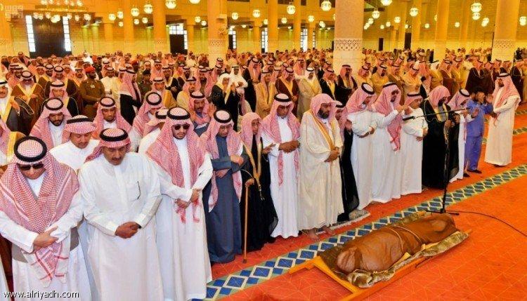 Губернатор провинции Эр-Рияд совершил похоронную молитву по принцу Абдулазизу бин Бандару