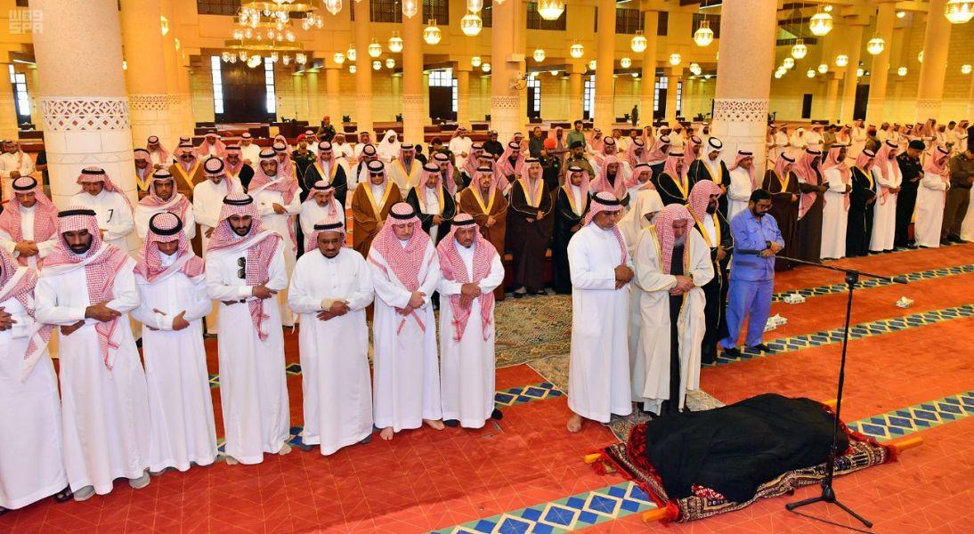 Губернатор провинции Эр-Рияд провёл похоронную молитву по Его Королевскому Высочеству принцу Фейсалу бин Фахду бин Мухаммаду бин Абдулазизу