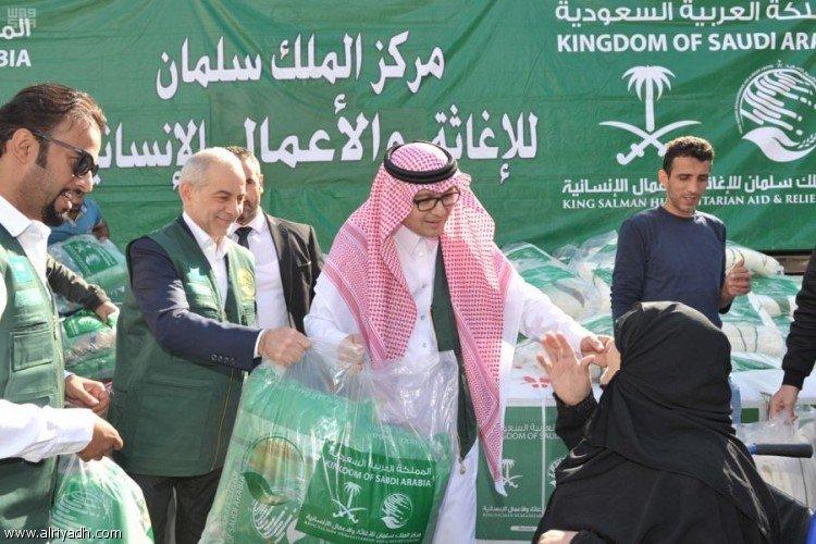Центр гуманитарной помощи им.Короля Салмана продолжил раздачу зимней одежды семьям сирийских беженцев в Ливане