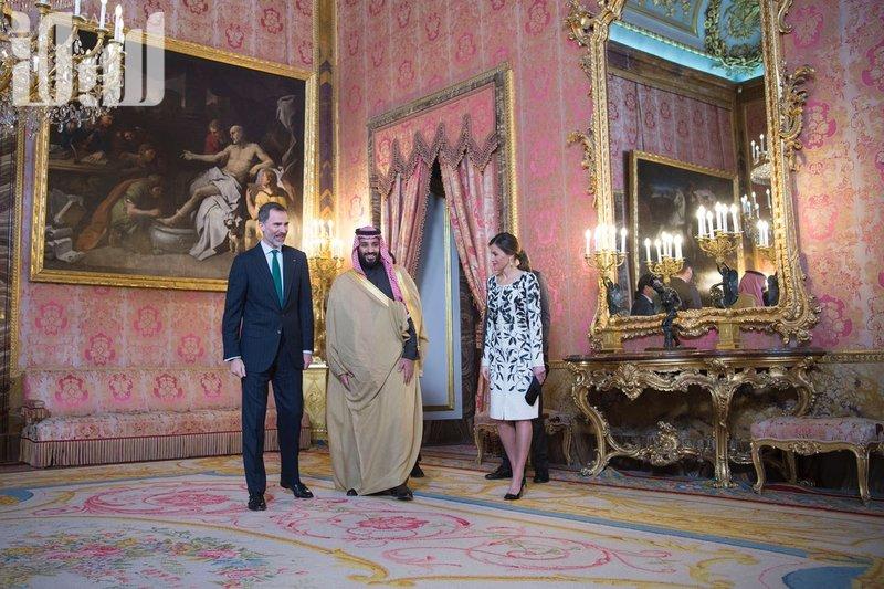 Король Испании дал торжественный обед в честь наследного принца
