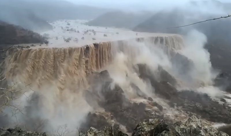 Свидетельство того что сотворил ураган «Мекуну» в Салале в султанате Оман