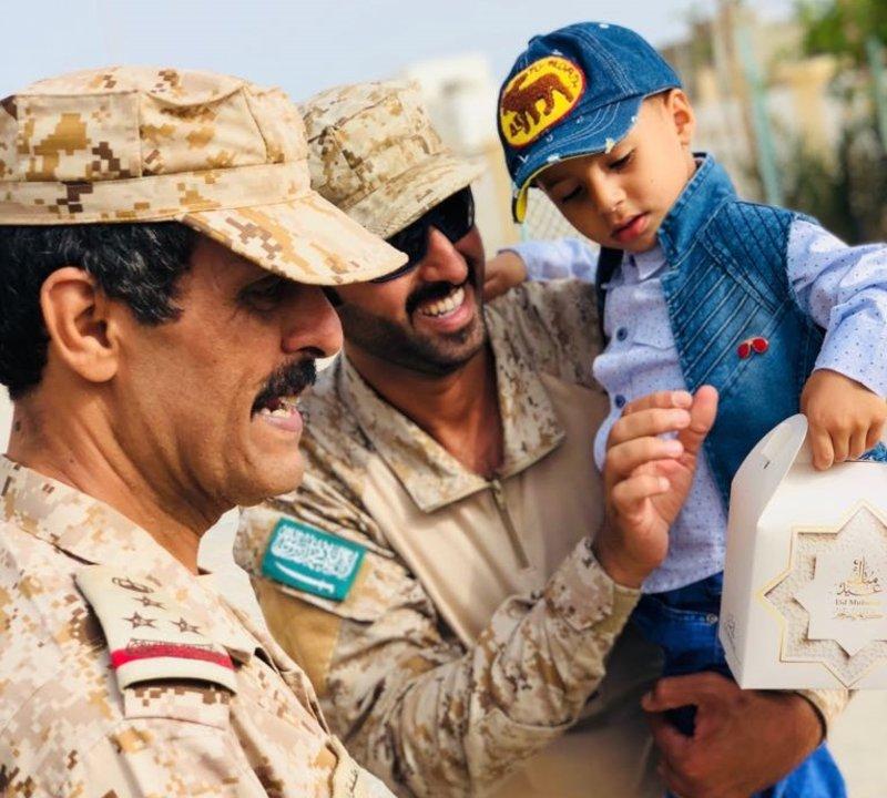Гуманность героев коалиции приносит радость детям о.Сокотра