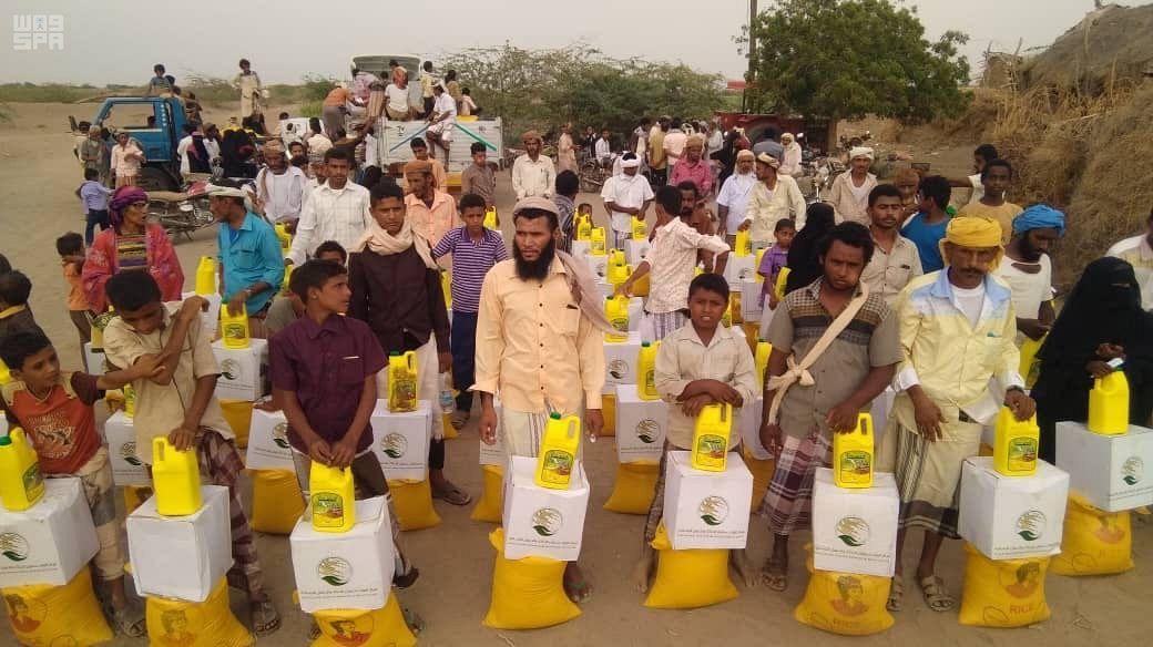 Центр гуманитарной помощи им.Короля Салмана продолжает распределение корзин гуманитарной помощи среди беженцев в провинции Ходейда