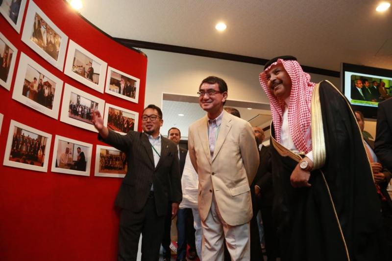 Министр иностранных дел Японии посетил празднование Ид аль-Фитр в Арабском Исламском институте в Токио