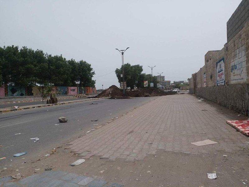 Хусииты разрушают инфраструктуру г.Ходейды и блокируют дороги