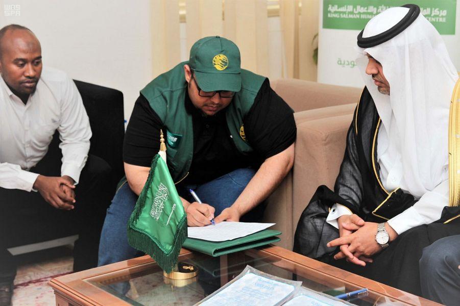 Команда Центра гуманитарной помощи им.Короля Салмана передала 100 тонн фиников в дар от Королевства для Джибути