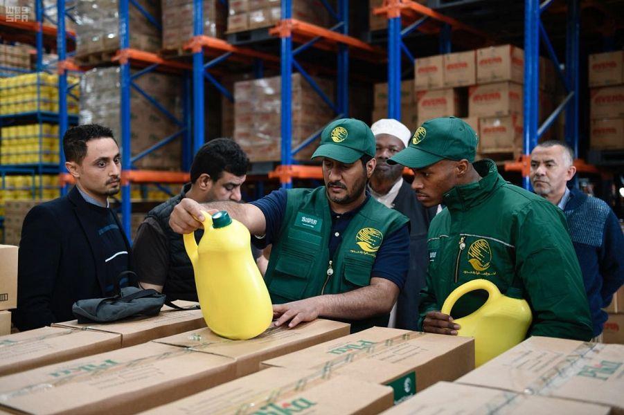 Бригада Центра гуманитарной помощи им.Короля Салмана осматривает промзону для хранения гуманитарной помщи для сомалийских беженцев в Кении