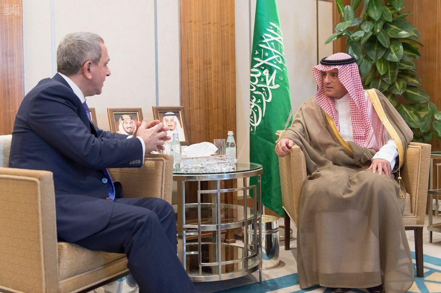 Министр иностранных дел принял посла Азербайджана в Королевстве