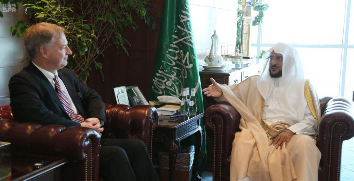 Министр по делам Ислама принял в Эр-Рияде поверенного в делах посольства США
