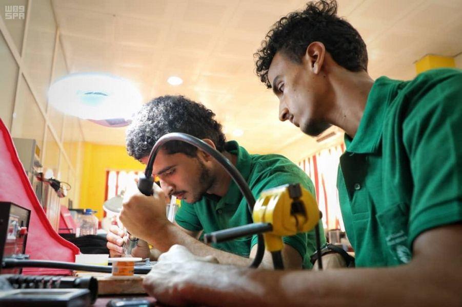 Центр гуманитарной помощи им.Короля Салмана запустил программу профессиональной подготовки «Моё умение — моими руками» для детей-сирот в Адене