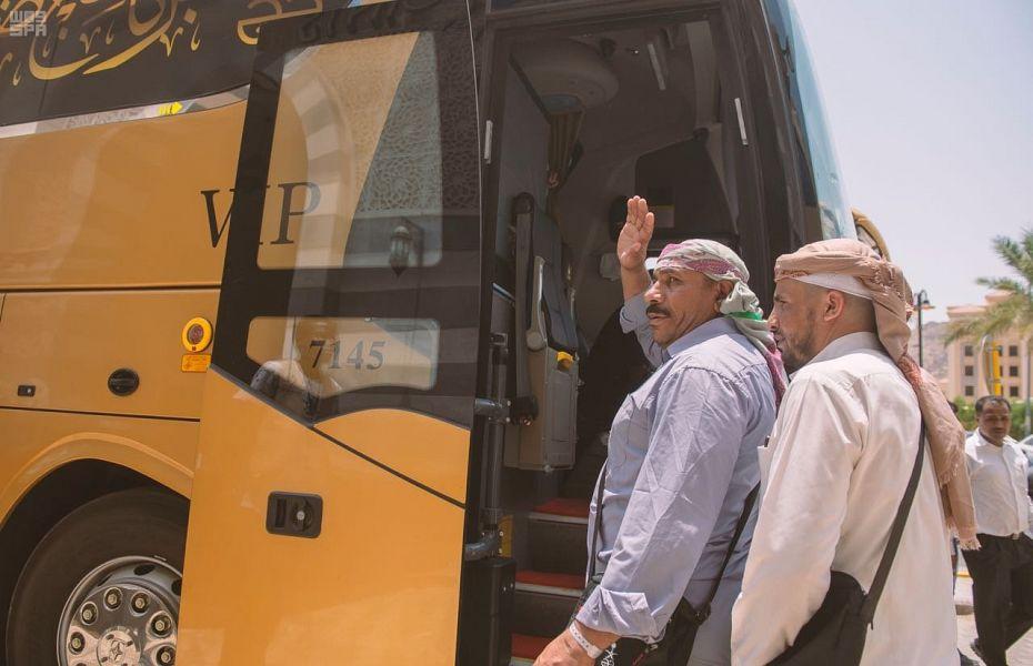 Паломники из Йемена и Судана из числа родственников павших мученников покидают Благородную Мекку, направляясь в Лучезарную Медину