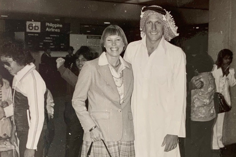 Американец опубликовал свою фотографию 41-летней давности в саудийской одежде