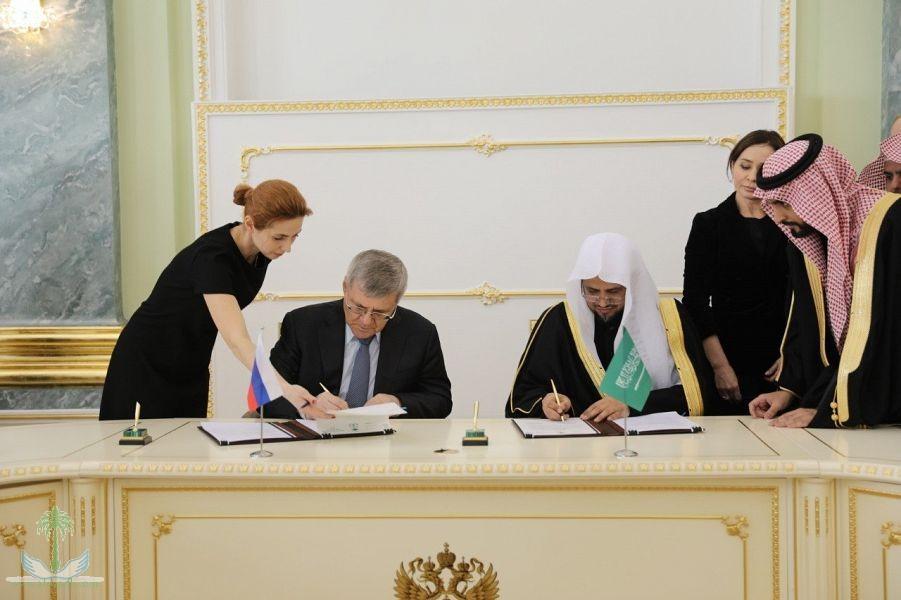 Генеральный  прокурор  и его российский коллега подписали меморандум о  взаимопонимании о борьбе с организованной преступностью, терроризмом и  коррупцией