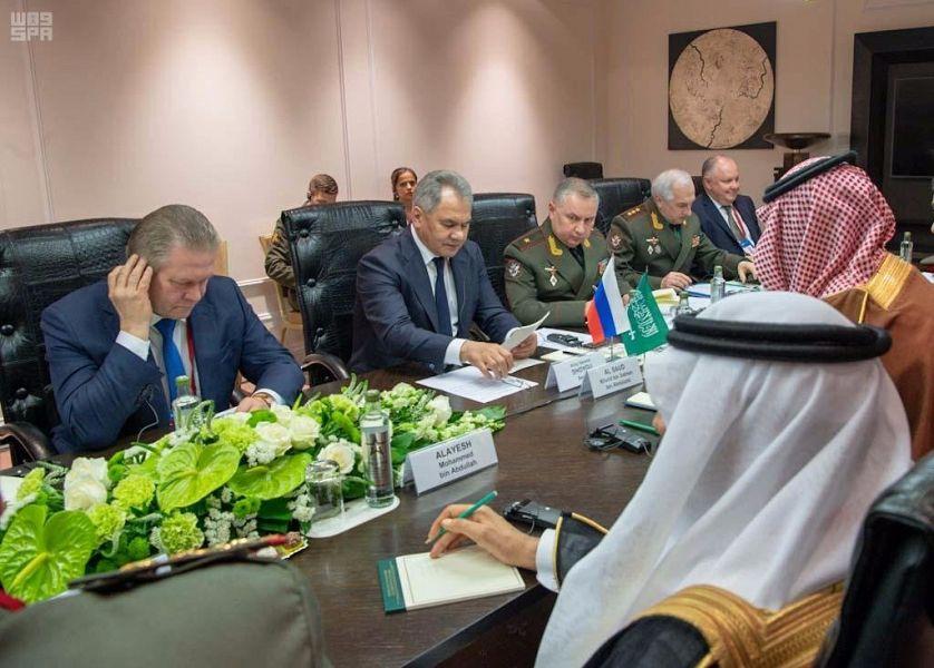 Его Высочество заместитель Министра обороны встретился с Министром обороны РФ в Москве