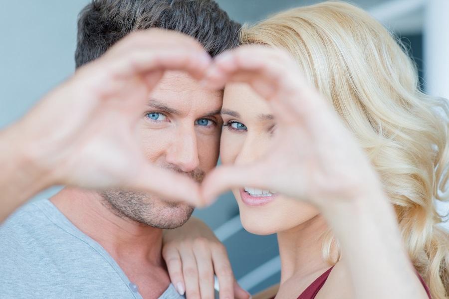 Сайтов знакомств провел опрос среди мужчин и женщин