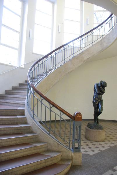/парадная лестница в унивеситете Баухауз/