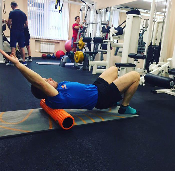 Эдуард Николаев восстанавливает спину с помощью ролла