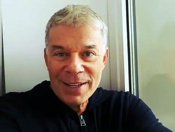 Олег Газманов, сидя в отеле в Челнах, спел песню о выпавшем снеге