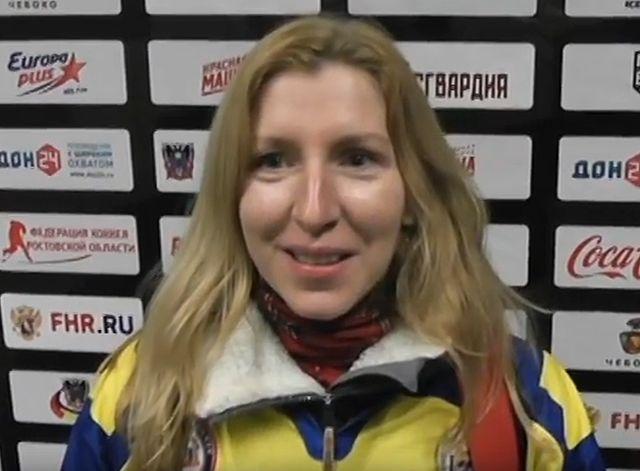 В Ростов-на-Дону поддержать наших хоккеистов отправилась одна болельщица