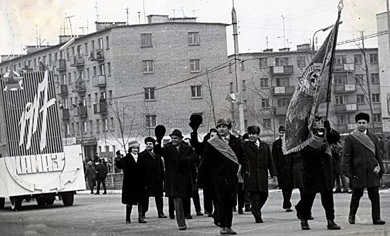 Ноябрьские демонстрации в Набережных Челнах (сокровища камазовского музея XIX)