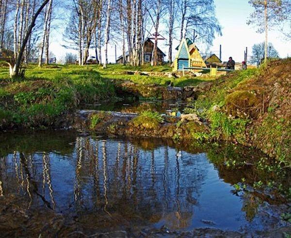 Река Вятка вытекает из деревянного богатыря
