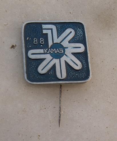 Памятный значок к выпуску 1000000-го КАМАЗа