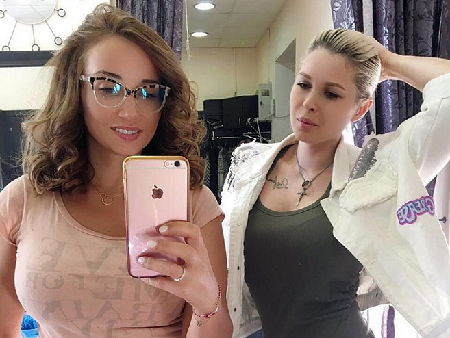 Экс-челнинка Нина Ханнанова красит волосы московским знаменитостям