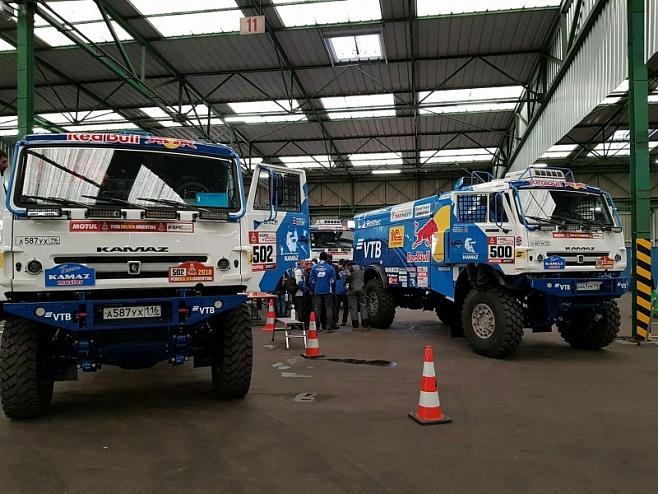 Машины «КАМАЗ-мастера» проходят технические проверки во Франции