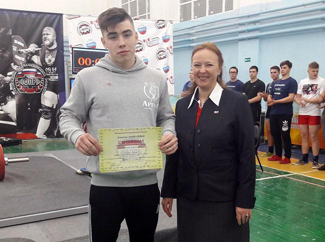 Челнинец установил рекорд России в жиме штанги среди юношей