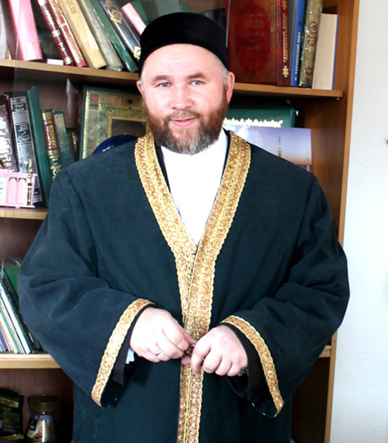 Рустам Минниханов подарил квартиру муфтию из Алтая