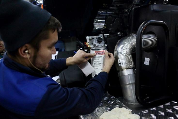 На узлах экспортных КАМАЗов начали ставить специальные пломбы-наклейки