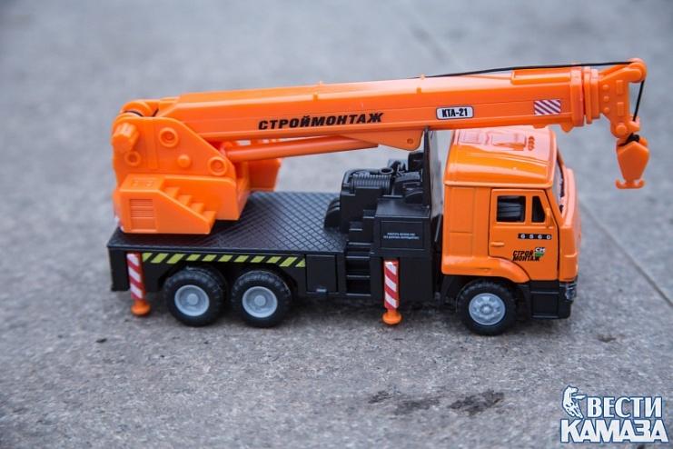 В России будут выпускать игрушки - сборные модели КАМАЗа