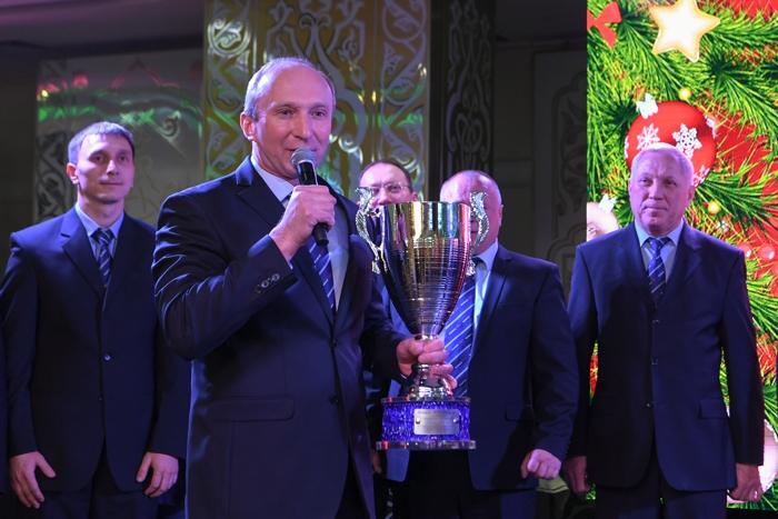 Президент Татарстана наградил команду «КАМАЗ-мастер» кубком