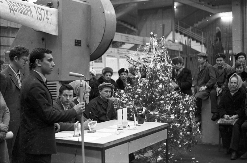 Дед Мороз и Снегурочка на «КАМАЗе» (сокровища камазовского музея XXIII)