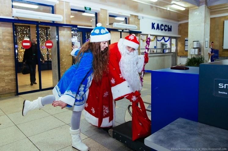 Пассажиры в костюмах Деда Мороза и Снегурочки могут улететь из Челнов бесплатно