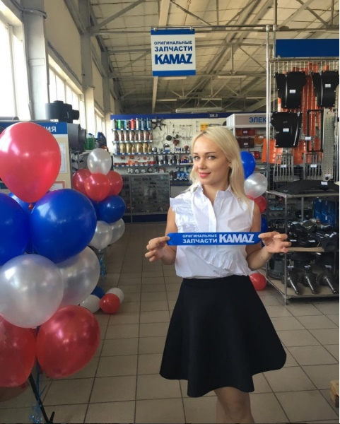 «КАМАЗ» и девушки: привет из Омска