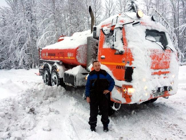КАМАЗы работают в суровых условиях зимы