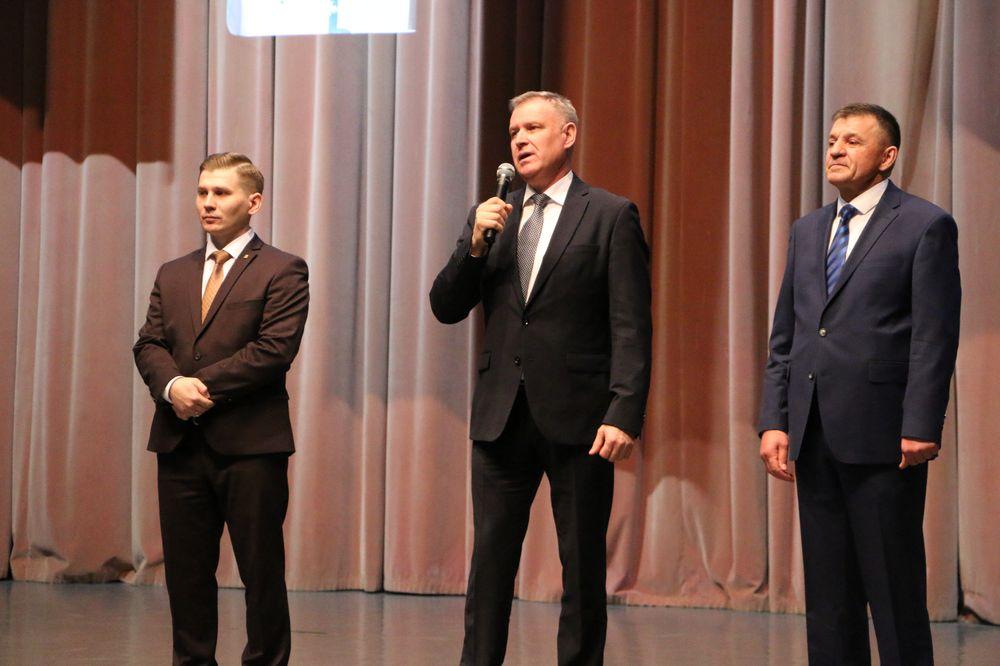 Коллектив ЗЗЧиК Новый год встретил с оркестром и песнями