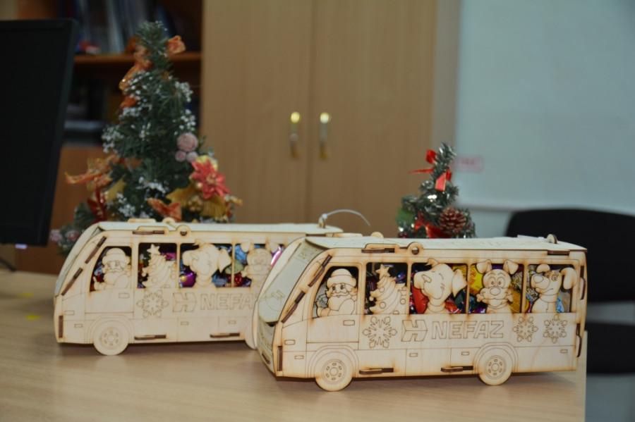 «НЕФАЗ» сделал детские подарки в виде автобусов