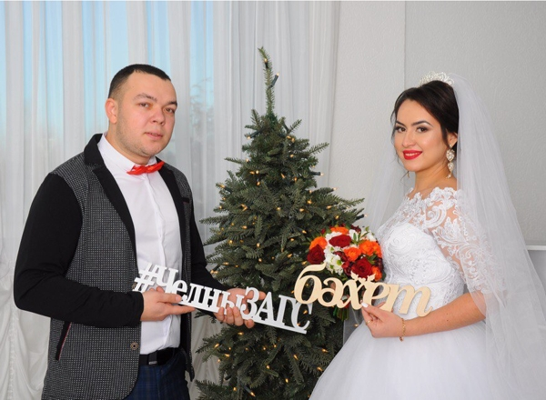 В Старый Новый год, 13 января, в Челнах женились 13 пар