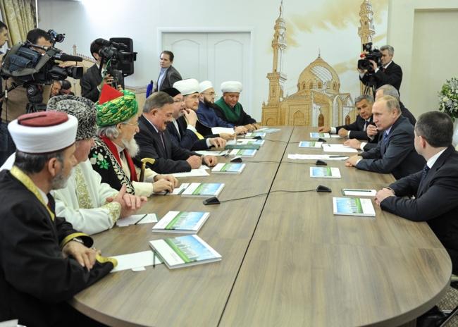 Мусульмане Татарстана подарили Путину именной знак правителя