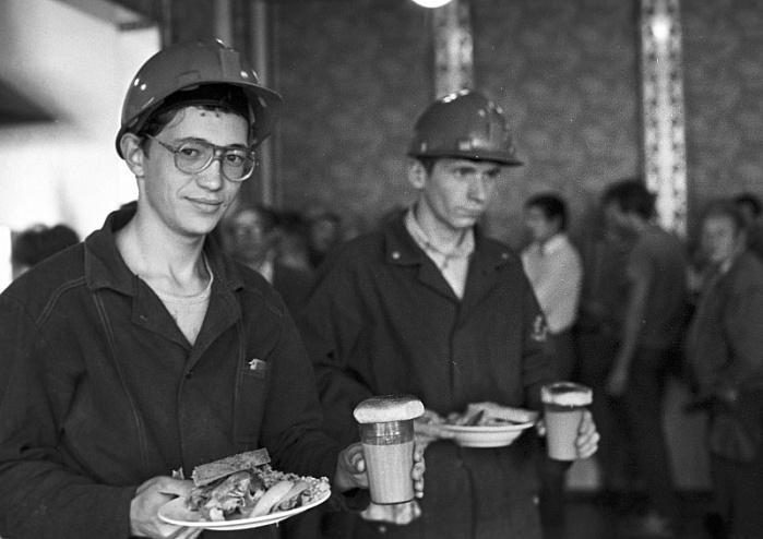 Зачем американец всегда обедал в камазовской столовой?