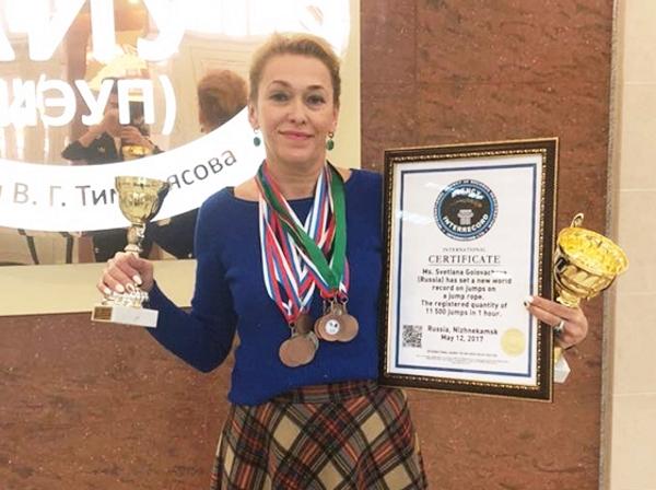 Жительница Татарстана 11300 раз перепрыгнула через скакалку на Первом канале