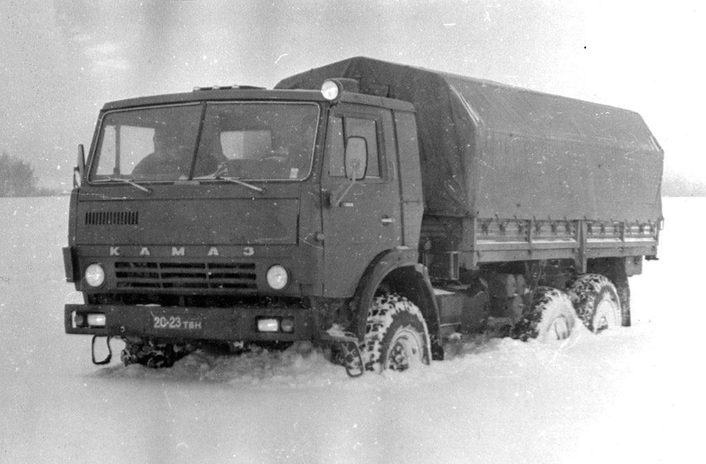 Испытания автомобиля КАМАЗ-4310 на снежной целине под Набережными Челнами, зима 1982/83 г.
