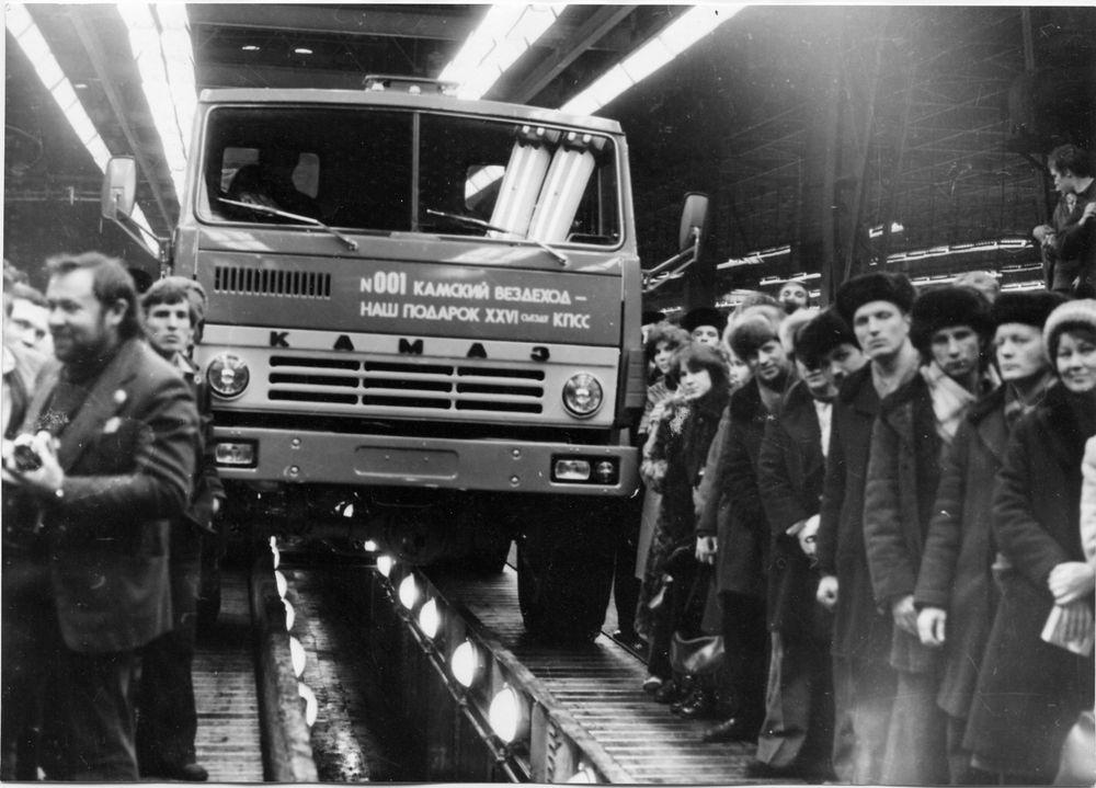 Первый внедорожник КАМАЗ на конвейере второй очереди завода, 1981 г.