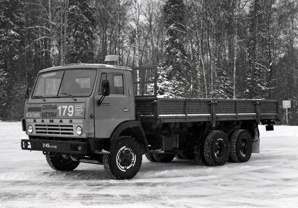 Опытный образец бортового газобалонного грузовика КАМАЗ-53218, 1985 г.