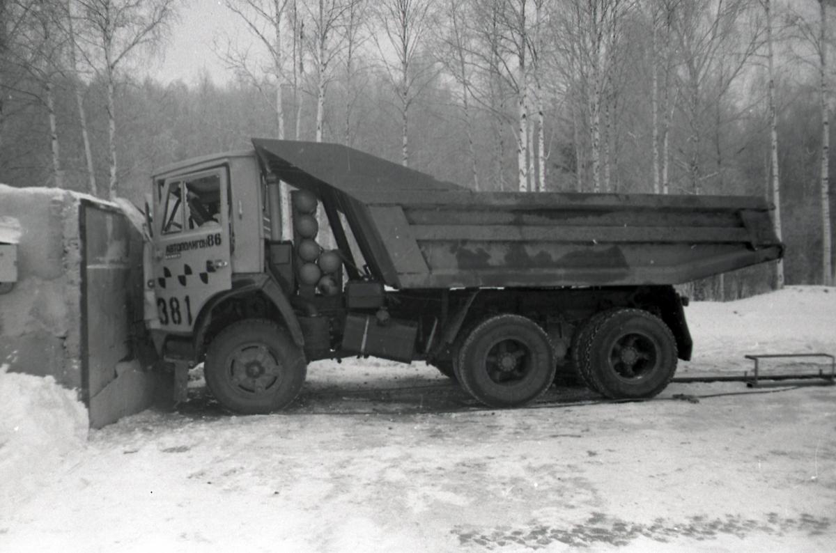 Испытательный краш-тест самосвала КАМАЗ-55118 на фронтальное столкновение - кассета с баллонами сохранила своё первоначальное положение