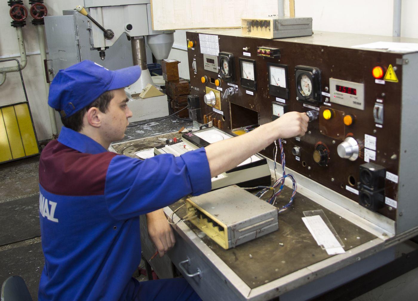 Ежегодная проверка полупроводниковых блоков на уникальном стенде, разработанном специалистами ЗД