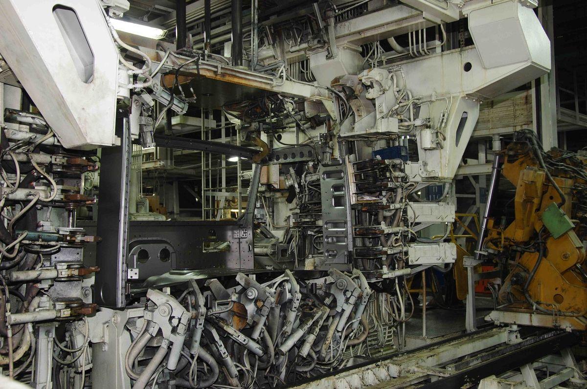Прессово-рамный завод ПАО «КАМАЗ», автоматическая линия по сварке кабин. Фотограф Виталий Зудин