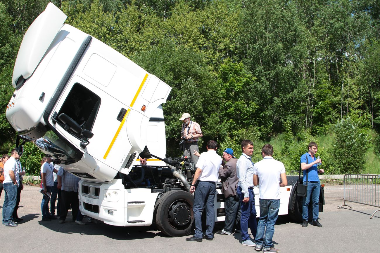 Убедительная демонстрация. КАМАЗы на Дмитровском автополигоне